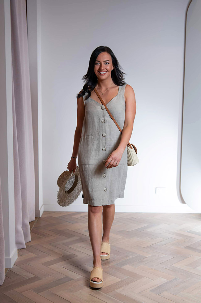 Lara in a linen dress, great for those hot days due to it being breathable, fresh and easy to wear for an entire day out. This whole outfit is from Country Road.